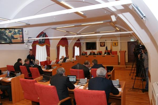 Депутаты обсудили вопрос финансирования областной Думы.
